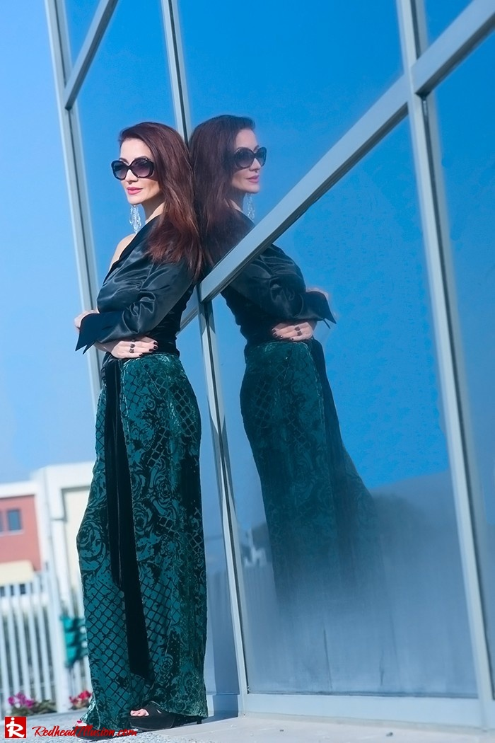 Redhead Illusion - Fashion Blog by Menia - Beauty of a naked arm - Balmain Trouser - One shoulder top-15