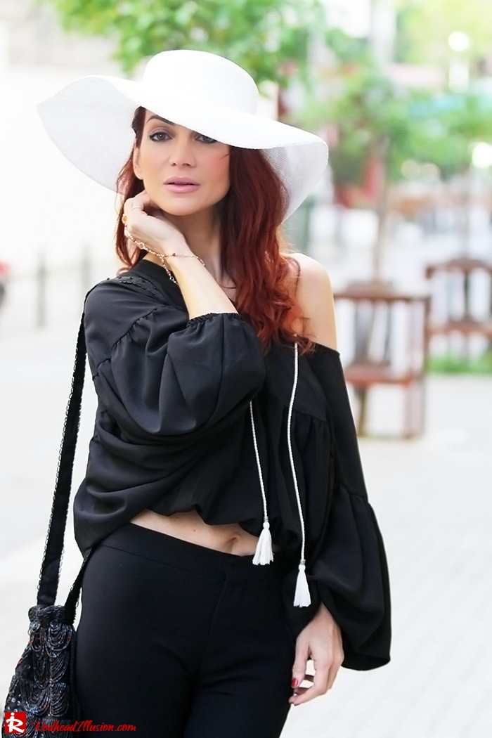 Redhead Illusion - Fashion Blog by Menia - Hippie Shake - 70's Style - Bell Trousers - Floppy Hat-06
