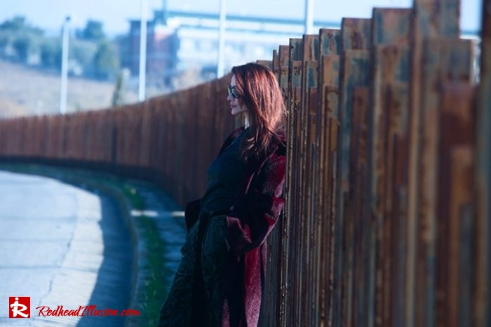 Redhead Illusion - Fashion Blog by Menia - Editorial - Beauty of a naked arm - Balmain Trouser - Off shoulder shirt-02