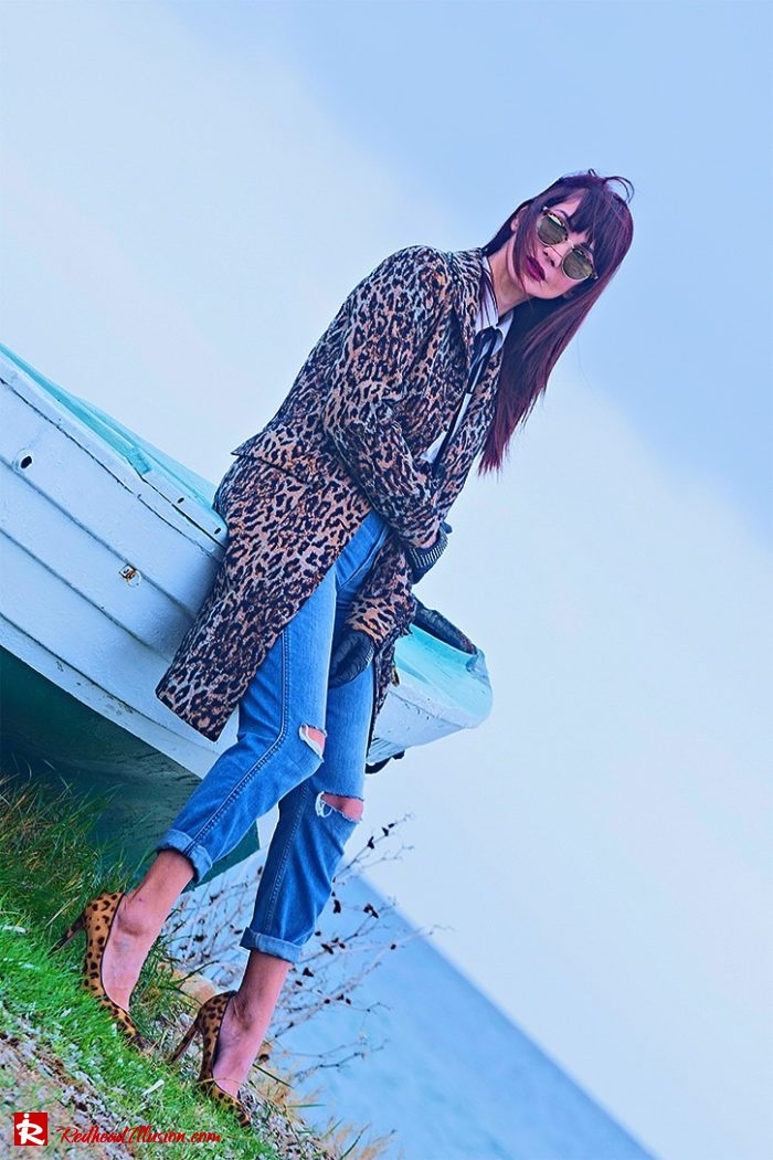 Redhead Illusion - Fashion Blog by Menia - Editorial - Destroyed Jeans - Abercrombie and Fitch-04