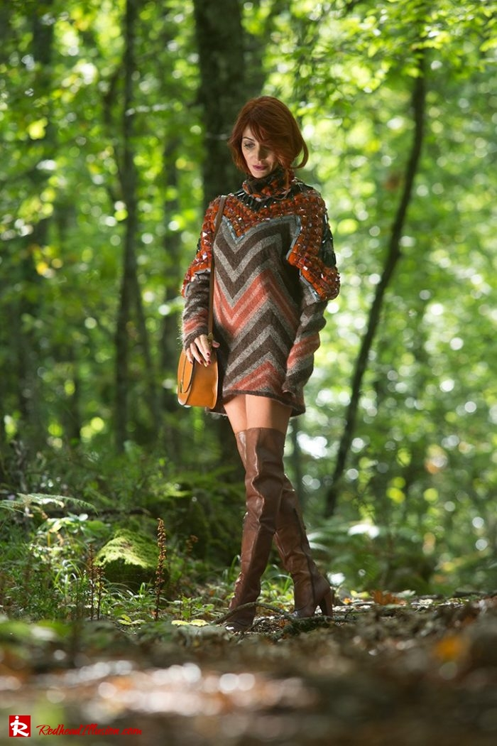 Redhead Illusion - Fashion Blog by Menia - Editorial - Falling in oversized knitted - H&M Dress - Ovye Boots-02