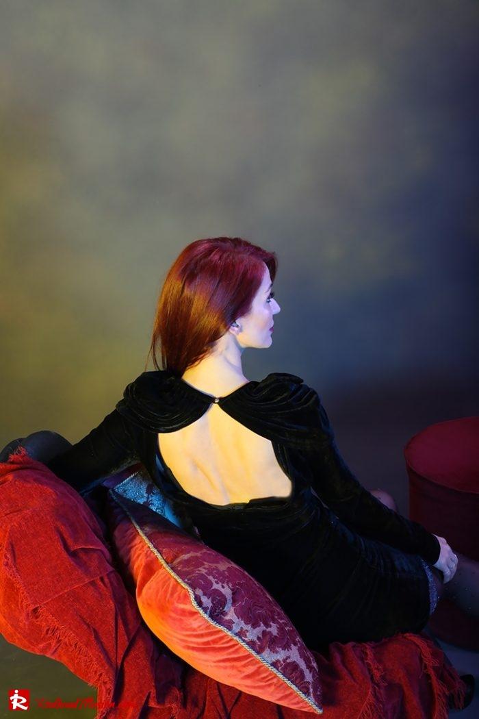 Redhead Illusion - Fashion Blog by Menia - Editorial - Festive Nights #2 - Velvet Dress-05