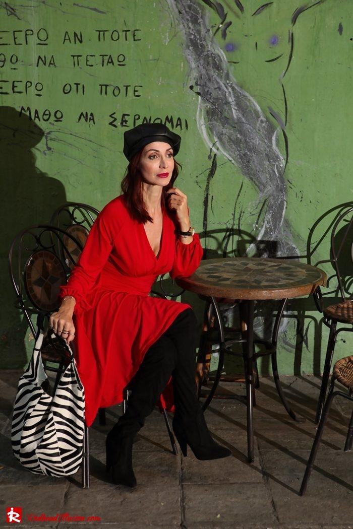 Redhead Illusion - Fashion Blog by Menia - Editorial - Rouge et noir - Dress - OTK Boots-04