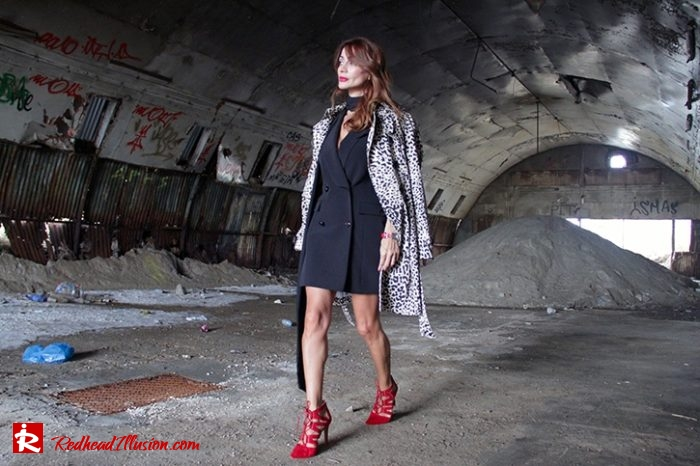 Redhead Illusion - Fashion Blog by Menia - Editorial - Simply Black - Access Dress - Klink Trenchcoat-03