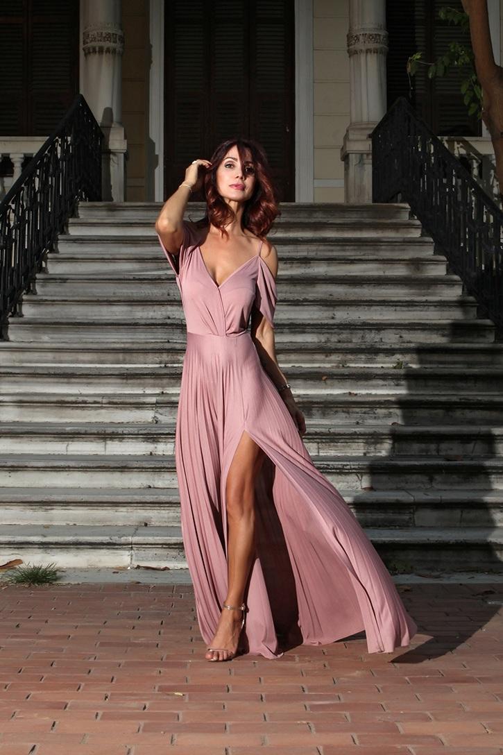 b381f9569d15 Redhead Illusion - Το μακρύ-πλισέ φόρεμα!
