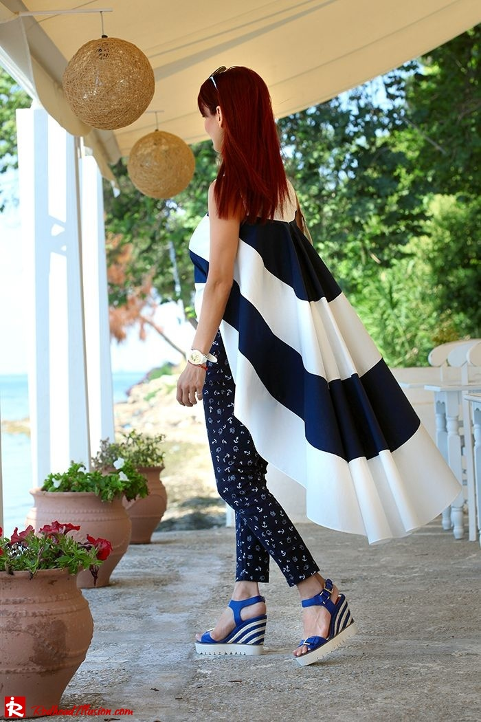 Redhead Illusion - Fashion Blog by Menia - The stripes we love - Striped Blouse - Wedges-09