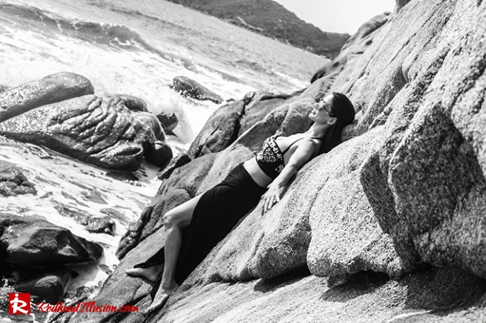 Redhead Illusion - Fashion Blog by Menia - Editorial - On the rocks - Peter Pilotto Bikini Top-04