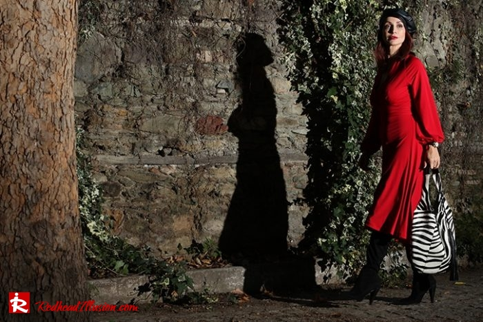 Redhead Illusion - Fashion Blog by Menia - Editorial - Rouge et noir - Dress - OTK Boots-02
