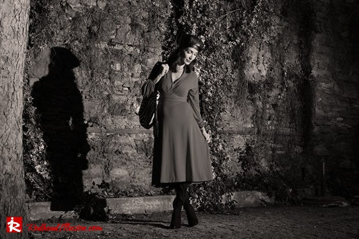Redhead Illusion - Fashion Blog by Menia - Editorial - Rouge et noir - Dress - OTK Boots-03