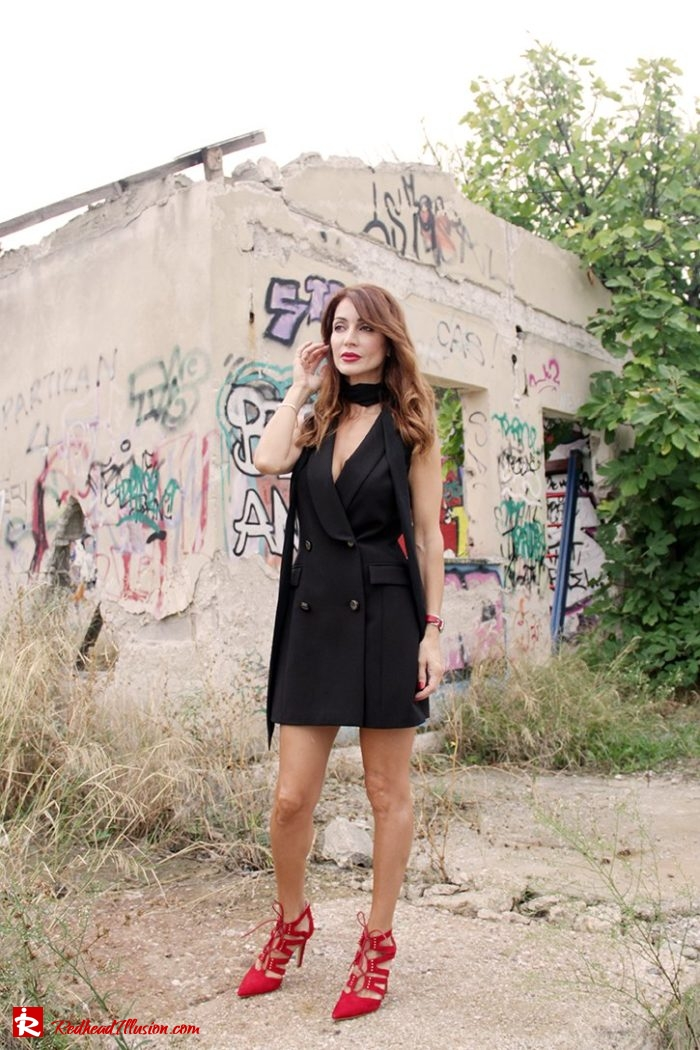 Redhead Illusion - Fashion Blog by Menia - Editorial - Simply Black - Access Dress - Klink Trenchcoat-04a