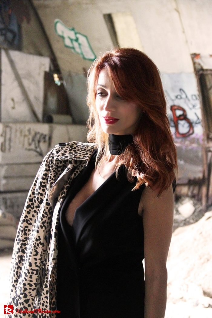 Redhead Illusion - Fashion Blog by Menia - Editorial - Simply Black - Access Dress - Klink Trenchcoat-05