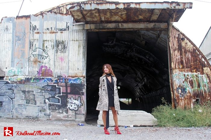 Redhead Illusion - Fashion Blog by Menia - Editorial - Simply Black - Access Dress - Klink Trenchcoat-06