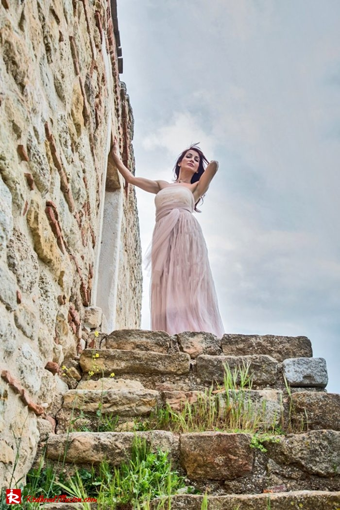 Redhead Illusion - Fashion Blog by Menia - Editorial - Your own Fairytale - Ethereal Skirt - Lace Top - Elegant Outfit-02