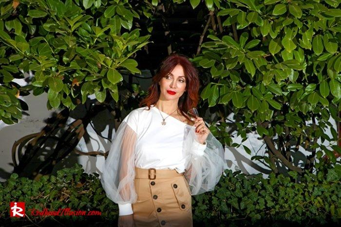 Redhead Illusion - Fashion Blog by Menia - Some skirts go everywhere - Denny Rose Blouse-10