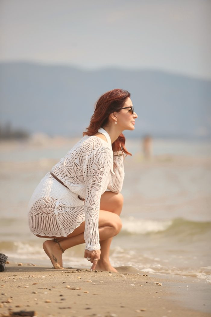 Redhead Illusion - Fashion Blog by Menia - The White Essentials - River Island - Swimsuit-04