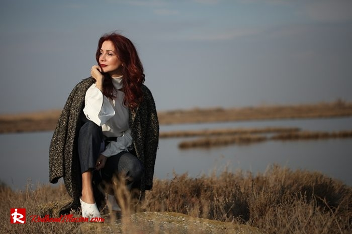 Redhead Illusion - Fashion Blog by Menia - Why You Should Steal A Man's Closet - Vintage coat, Oversized Sweater-07